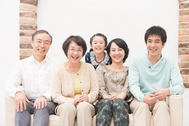 家族カードはなぜお得なの?家族カードを作るメリットとデメリット